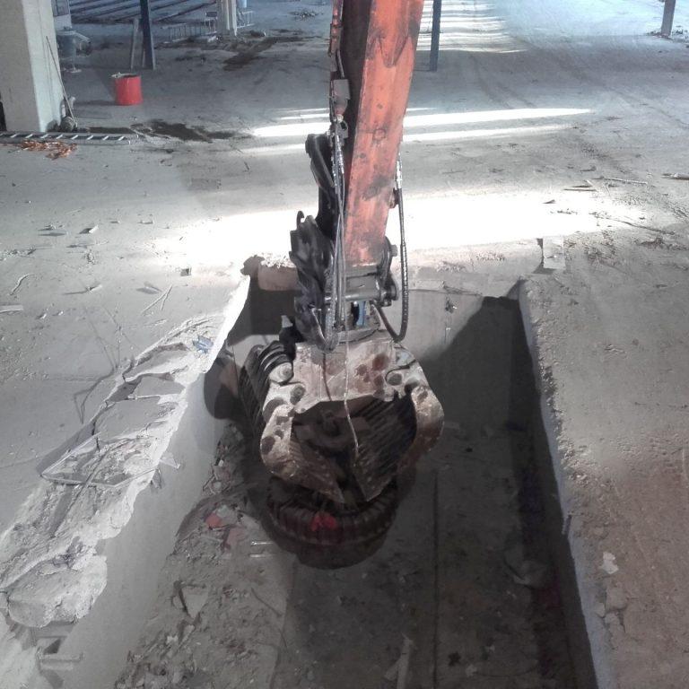 Teollisuuden Purkajat Siivous Kaivinkone Magneetilla